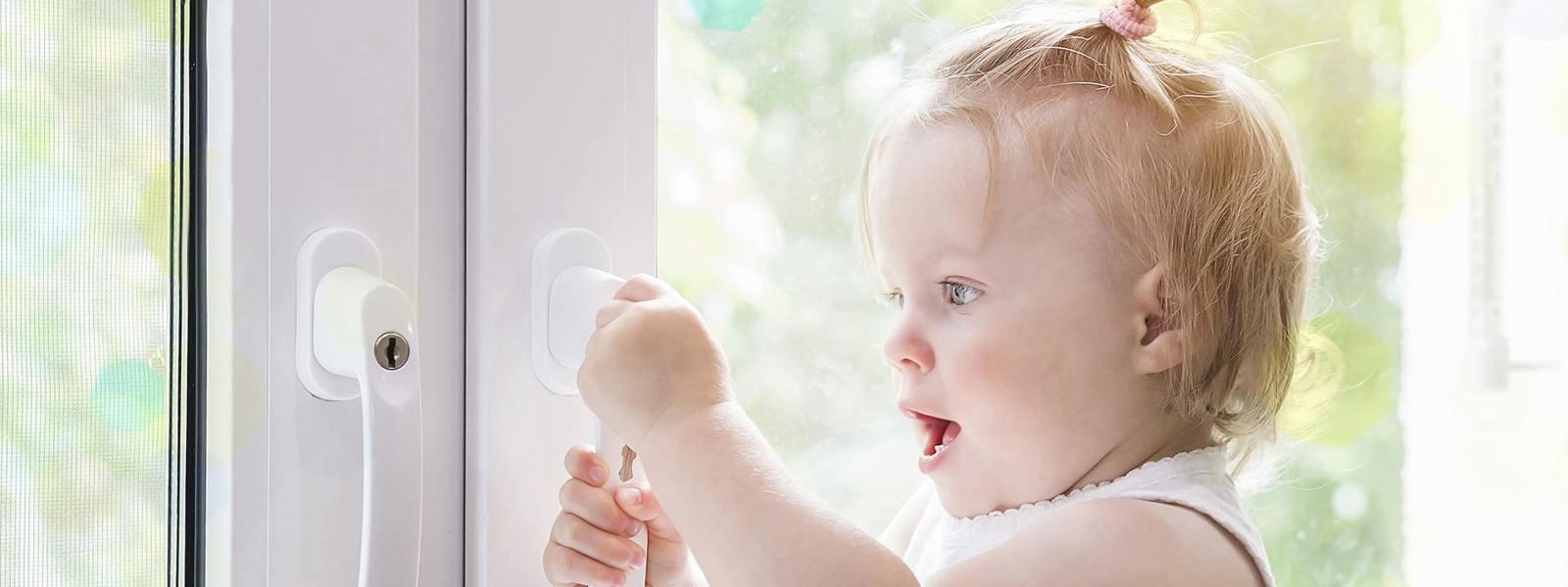 okno pcv z klamką na kluczyk